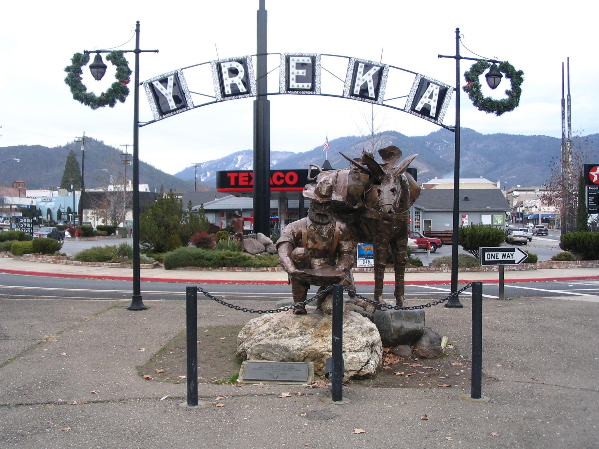 Yreka_statue